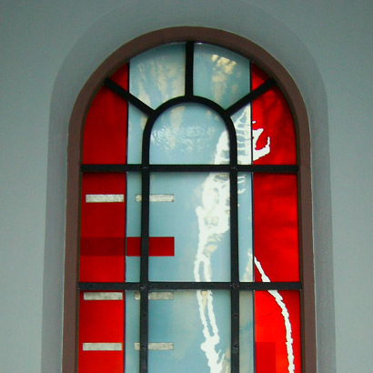 28.02.2006 – Fenster von Michael Münzer in der kath. Kirche St. Josef in Mannheim-Lindenhof