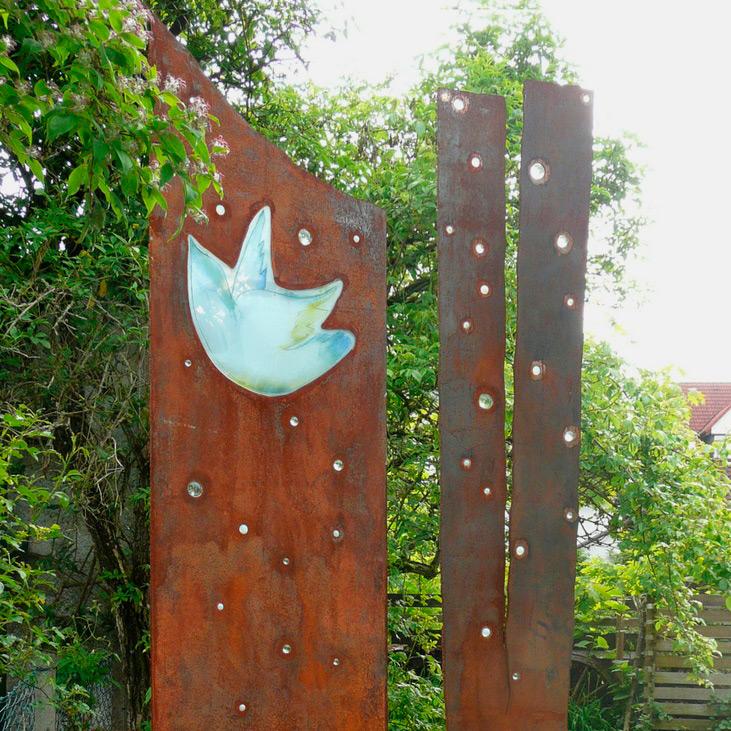 05.06.2010 – Stele mit Glasintarsien von July Summer für die Galerie Schanbacher in Freudenstadt